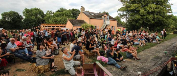 Photo du public attentif et venu en nombre pour la soirée d'inauguration de La Rive aux Barges