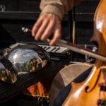 Photo de l'archet sur le violoncelle